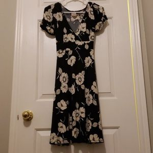 Short sleeved A-Line black and white dress
